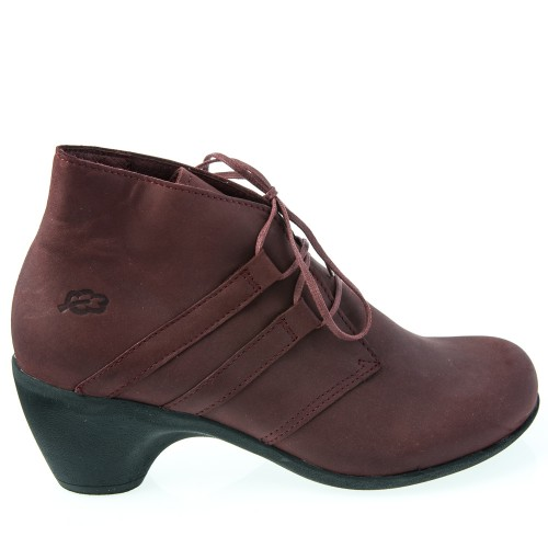 Loints comfortable shoes are easy to wear.