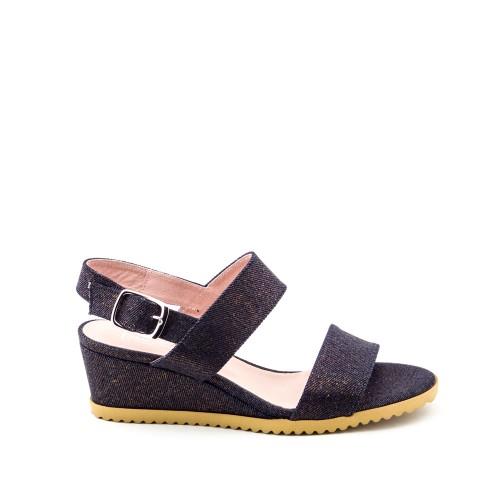 Niutrack-sandals