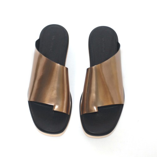 Vic-Matie-Gold-Mirrored-Leather-Slipper 1