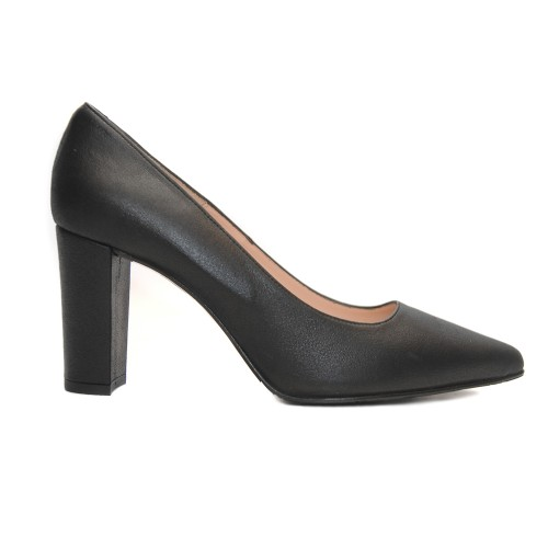 The Bag Black Leather Pumps Sleek Pointed Toe1