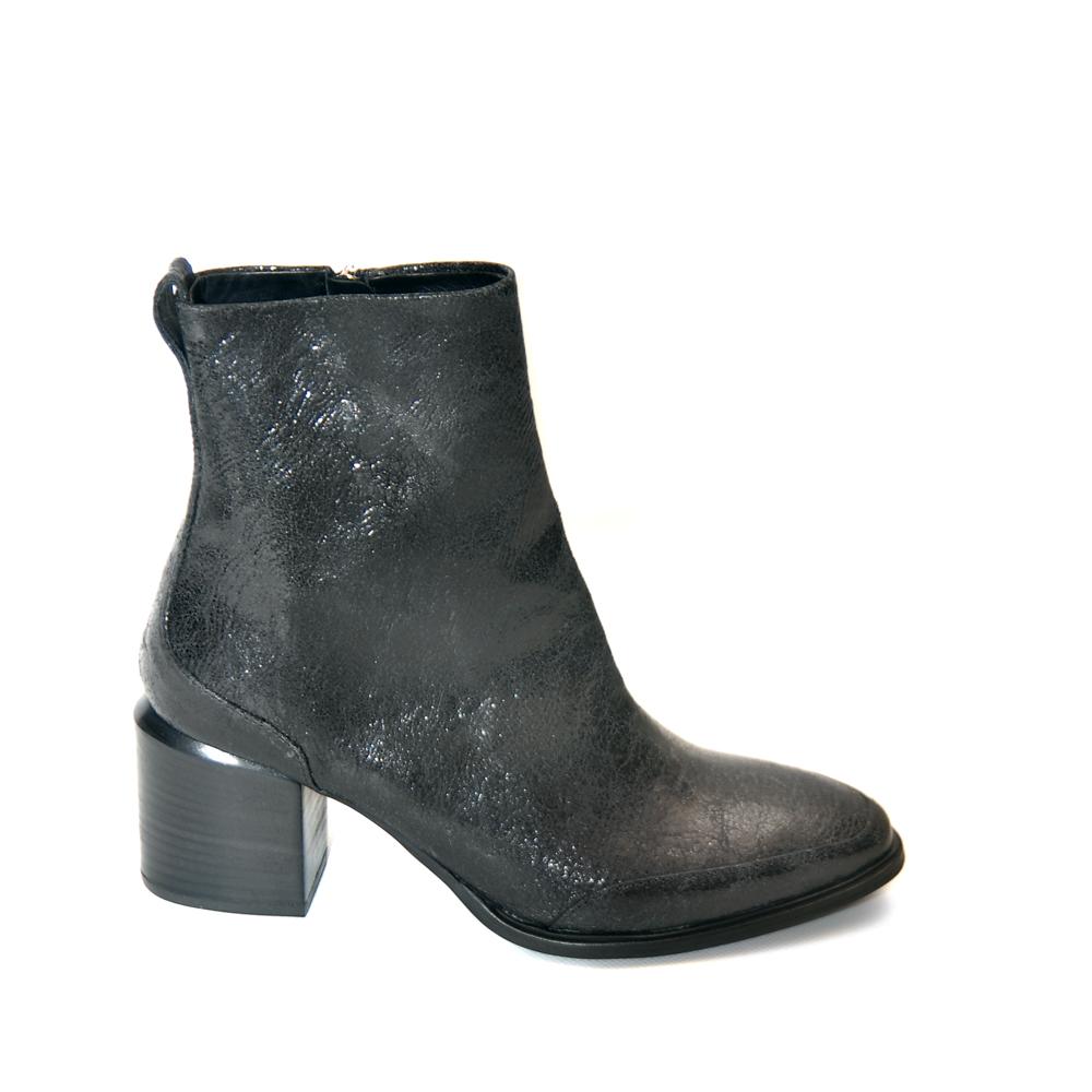 Vic Matie Laminated Black Leather Medium Heel1